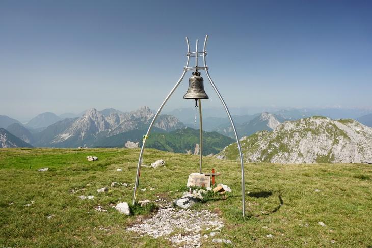 Gipfelglocke am Roßkofel (2.240), die wir selbstverständlich erklingen ließen.