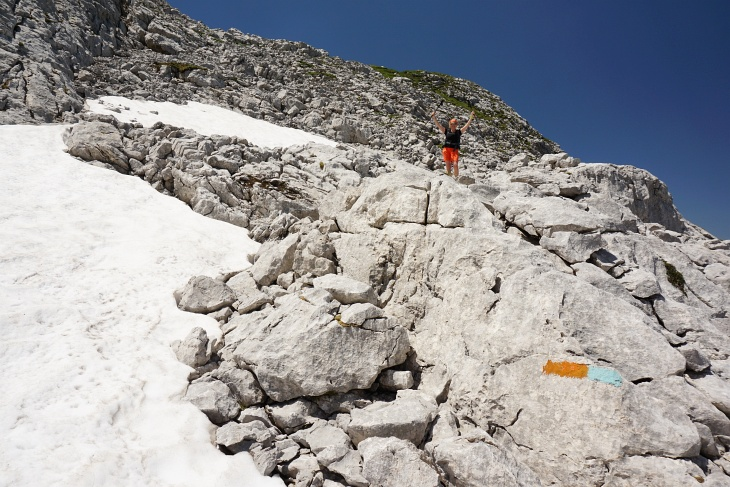 Trotz der Hitze gibt es noch Rest-Schneefelder
