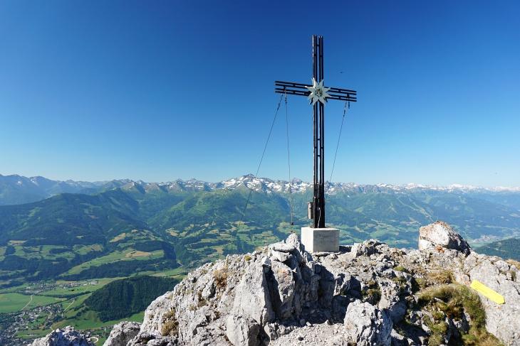 Nur kurz verweile ich beim Gipfelkreuz am Kammspitz