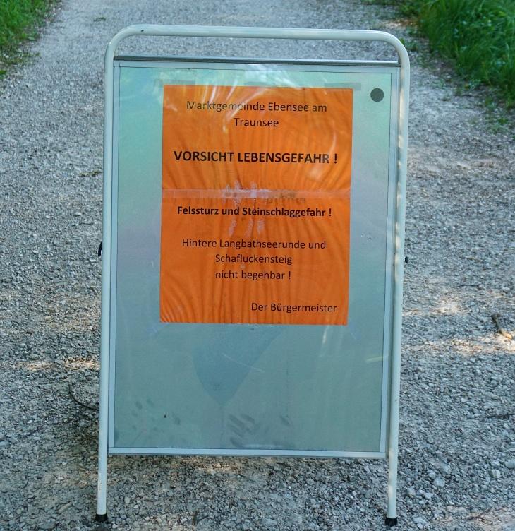 Diese Warnung gehört unbedingt gleich beim Ausgangsparkplatz angebracht !