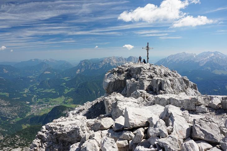 Die letzten Meter zum Gipfelkreuz am Ochsenhorn.
