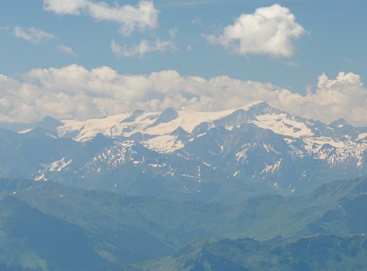 Zoomblick in die Gletscherwelt der Hohen Tauern (ich vermute den Grossvenediger)