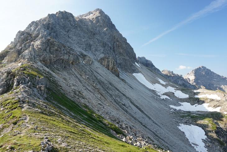Ab der Neukarscharte wird es alpiner.