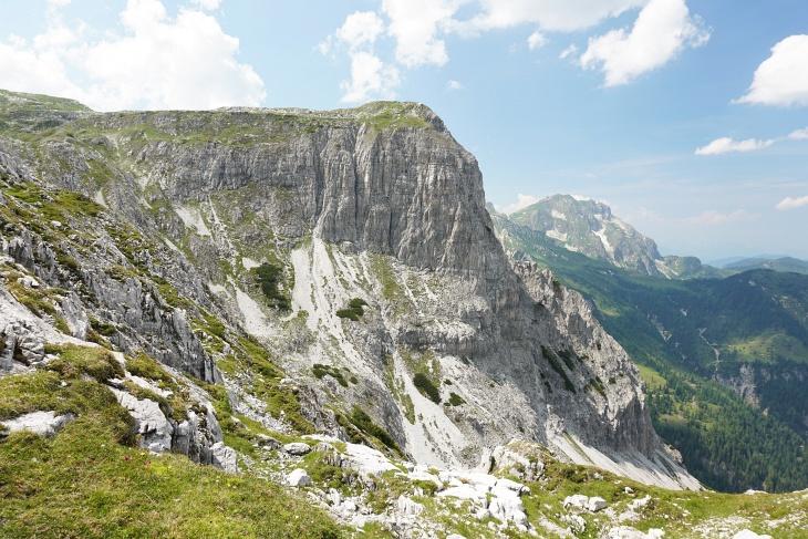 Graihorn von Osten. Von Süden (links) gelangt man unschwierig auf den Gipfel.