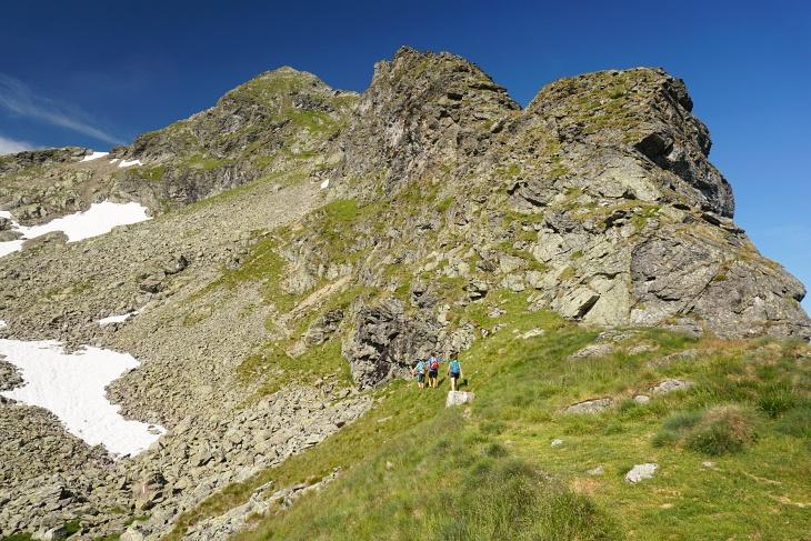 Die 3 Wanderer vor mir steuern den Höchstein über den Ostanstieg an, während ich die Route über die Kaltenbachschulter wähle.