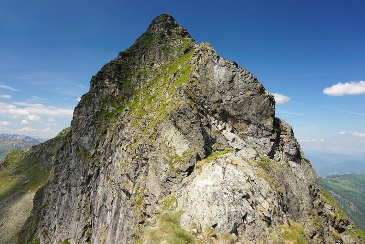 Das fast 100 Jahre alte Gipfelbuch am Zwiesling würde mich schon sehr reizen. Bislang habe ich die Schneid aber nicht aufgebracht.