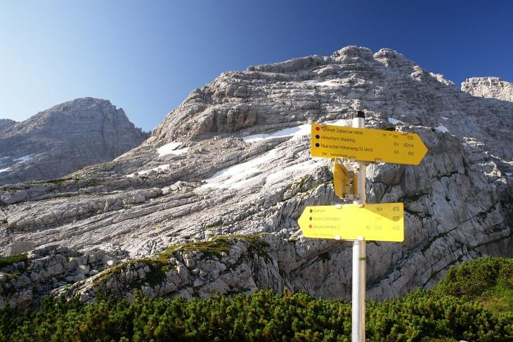 2,5 Stunden sind es von der Schmidt-Zabierow-Hütte auf das Große Ochsenhorn (links).