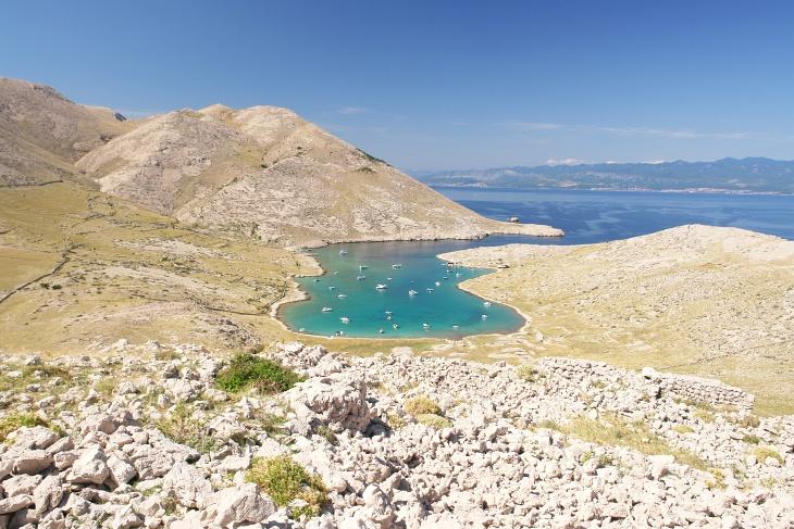... zu einem Aufstieg nach Corinthia, einem 112 Meter hohen Hügel, von dem wir nicht nur die Bucht Mala Luka, sondern auch unser Abstiegsgebiet auf der linken Seite gut überblicken konnten.