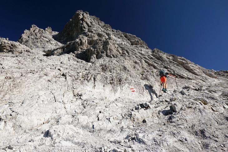 Auf felsigen Steigen auf das Mosermandl. Meist Gehgelände ...