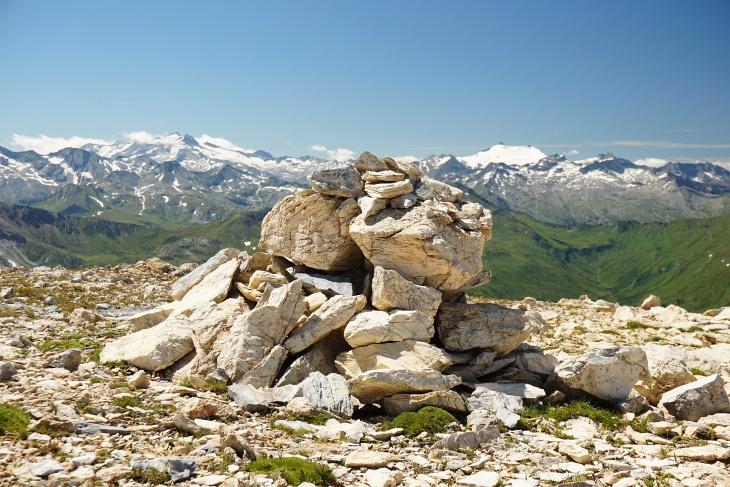 Gipfelstoamandl am Windischkopf. Flankiert von Hochalmspitze (links) und Ankogel (rechts)