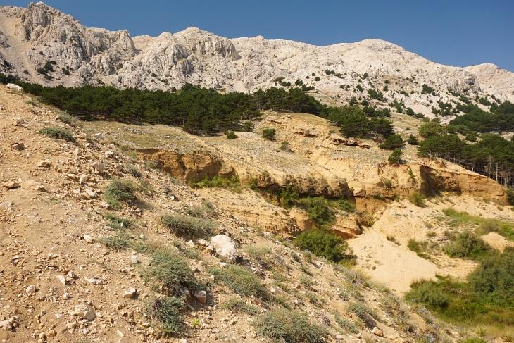 In Zarok geht´s über Sandhügel zu den faszinierenden Felsen.
