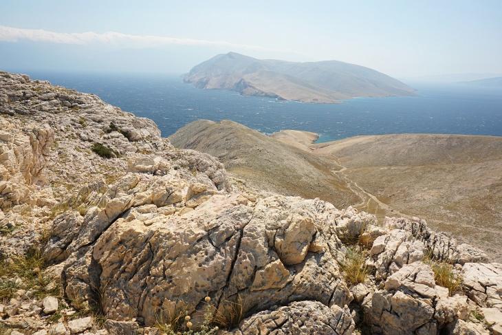 ... Richtung Süden - vor uns die Insel Prvic.