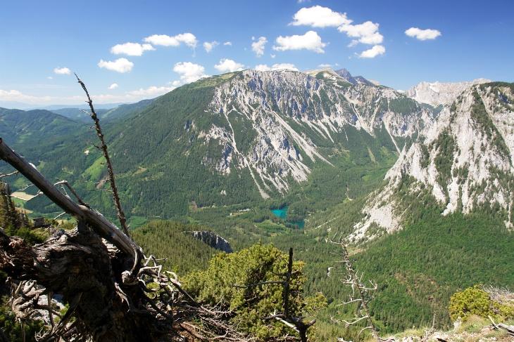 Ausblick beim Aufstieg auf die Meßnerin über den Grünen See zum Hochturm