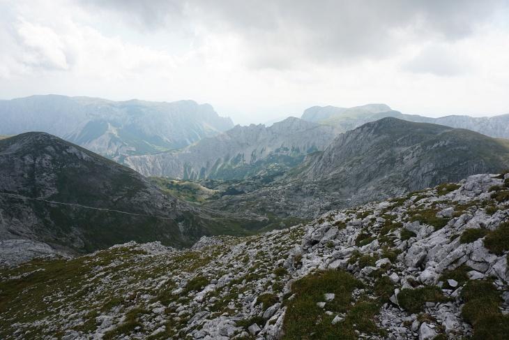 Ausblick zur Voisthalerhütte (rechts der Bildmitte), an der wir vor 3 Wochen ebenfalls vorbeigekommen sind.
