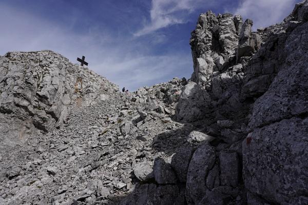 Abstieg vom Bosruck-Gipfelkreuz über die Westseite