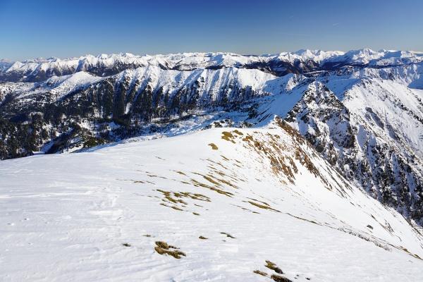 Blick Richtung Südosten über die schneebedeckten Gipfel der Rottenmanner und Wölzer Tauern