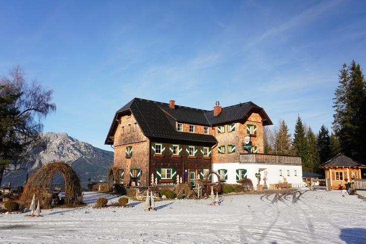 Bei unserer Kochofen-Schneeschuhtour am 08.12.2019 lag beim Michaelerberghaus noch deutlich weniger Schnee.