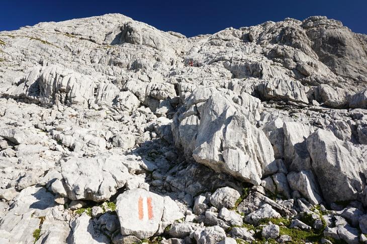 ... muss man immer wieder einmal Hand an den Fels legen. Bei einer dieser einfachen Kletterstellen ...