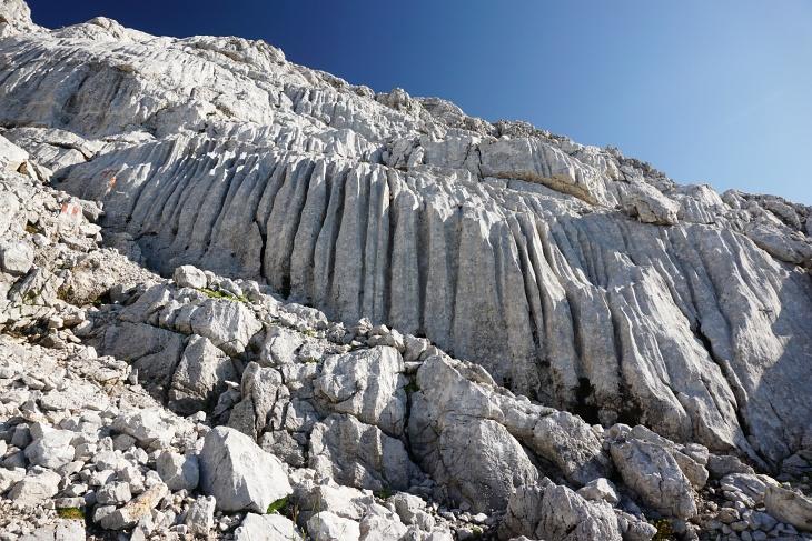Felsformationen am Weg über das Schneeloch