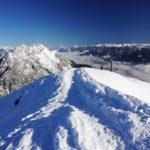 Die letzten Meter auf heute wieder breiten und ausgetretenem Pfad zum etwas tiefer gelegegenen Stoderzinken-Gipfelkreuz