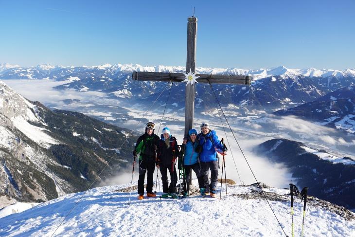 Die AlpenYetis beim Stoderzinken-Gipfelkreuz