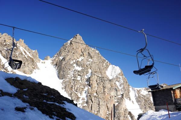 Danach geht es nordseitig um den Mauskarkopf (im Bild) herum in die Hohe Scharte (mit 2.300 Meter Höhe der höchste Punkt unserer Tour). Abschließend wartet die Abfahrt auf den Pisten zurück ins Angertal bei Bad Hofgastein.