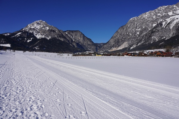 """Nach 3 """"mittelgroßen"""" Skitouren (@Michael&Carina: das geht genau bis 1.365 Höhenmeter :-)) war heute Ausschlafen und ein Entspannungs-Spaziergang neben der Langlaufloipe im Gröbmingerland angesagt. Aber auch dort bringt man einige Hundert Höhenmeter und eine Kilometer-Distanz im 2-stelligen Bereich zusammen."""