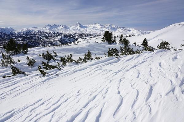 Wunderbarer Ausblick über das Kemetgebirge zu den höchsten Dachsteingipfeln.