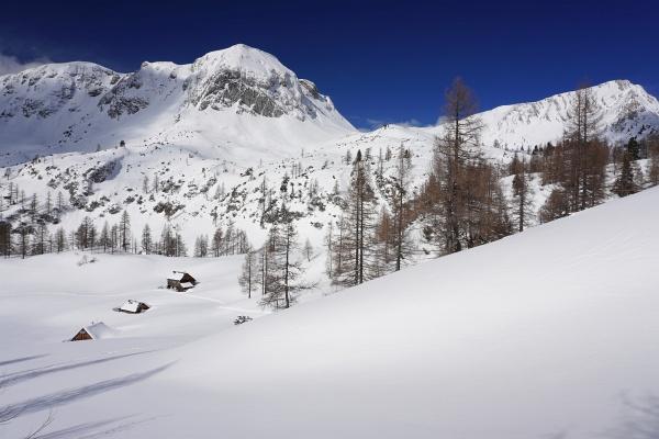 So schön die gänzlich unberührte Winterlandshaft auch war: 1.000 Höhenmeter spuren mit Einsinktiefen bis 40 cm sind ganz schön anstrengend.