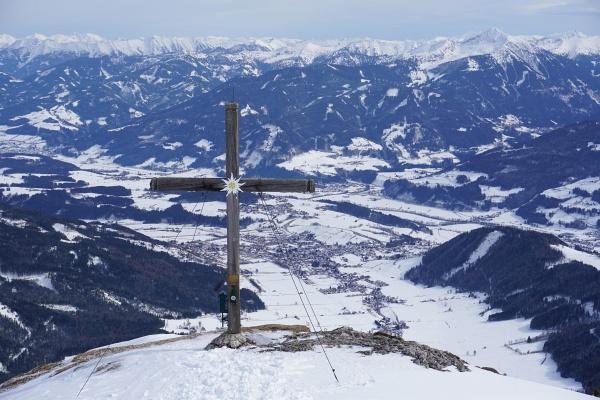 5 weitere Tourengeher und 2 Schneeschuhwanderer waren kurz vor bzw. mit mir am aussichtsreichen Gipfel.