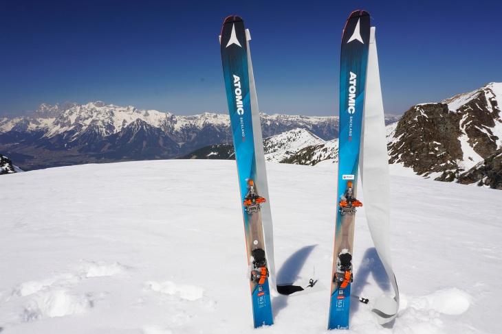 """Ohne die """"Leih-Ski"""" wäre die vielen Touren nicht möglich gewesen, nachdem meine eigenen Felle bei den mehrfachen Wiederaufstiegen pro Tag nicht mehr halten wollten (so nosse Felle sind scho a Luada ;-)."""
